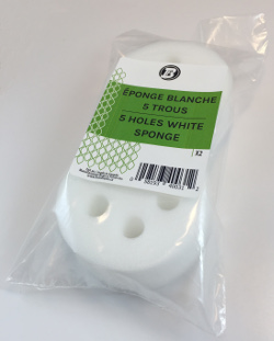 Éponge blanche ronde(5 trous) - 3 3/8'' diam. x 1 1/2'' épais (pqt2)
